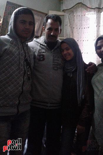 صور.. اليوم السابع داخل منزل منقذ مصابى حادث محطة مصر (2)