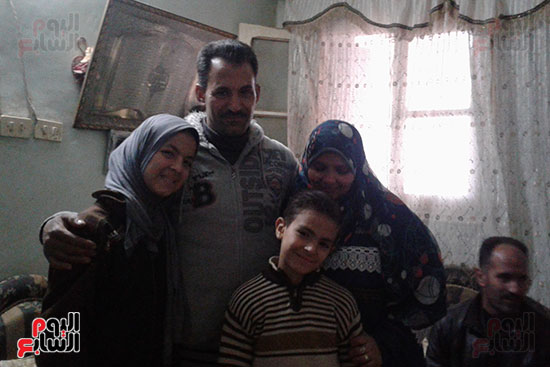 صور.. اليوم السابع داخل منزل منقذ مصابى حادث محطة مصر (7)