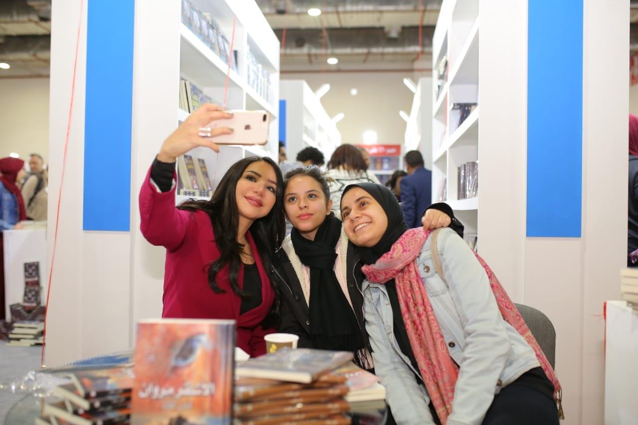 الكاتبة إنجى علاء (2)