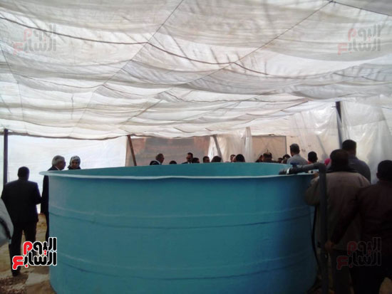 وزيرة التخطيط تتفقد مشروع الاستزراع السمكى بالوادى الجديد (3)