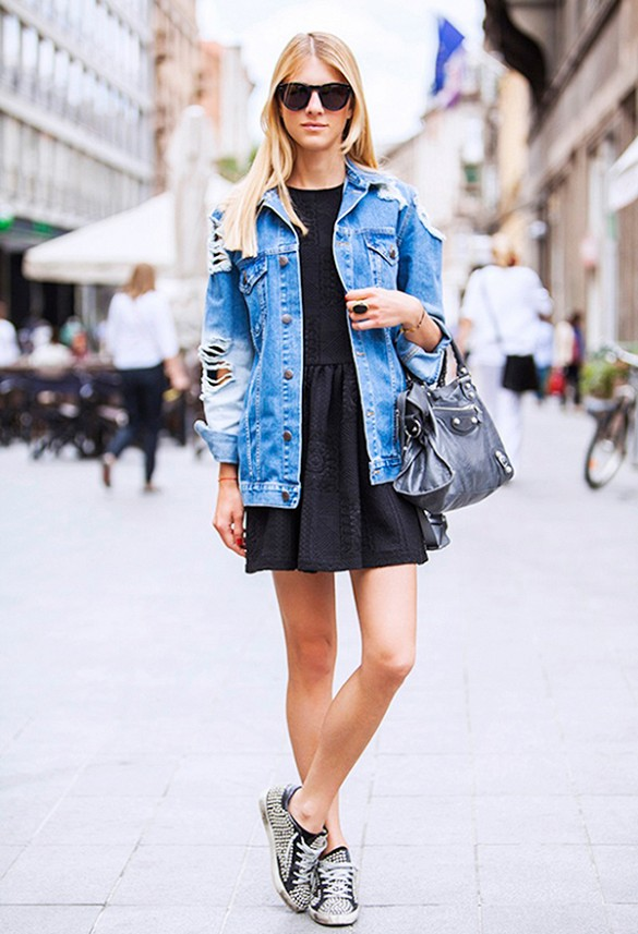 summer-dress-lbd-denim-jacket-sudded-sneakers-via-street-style-seconds