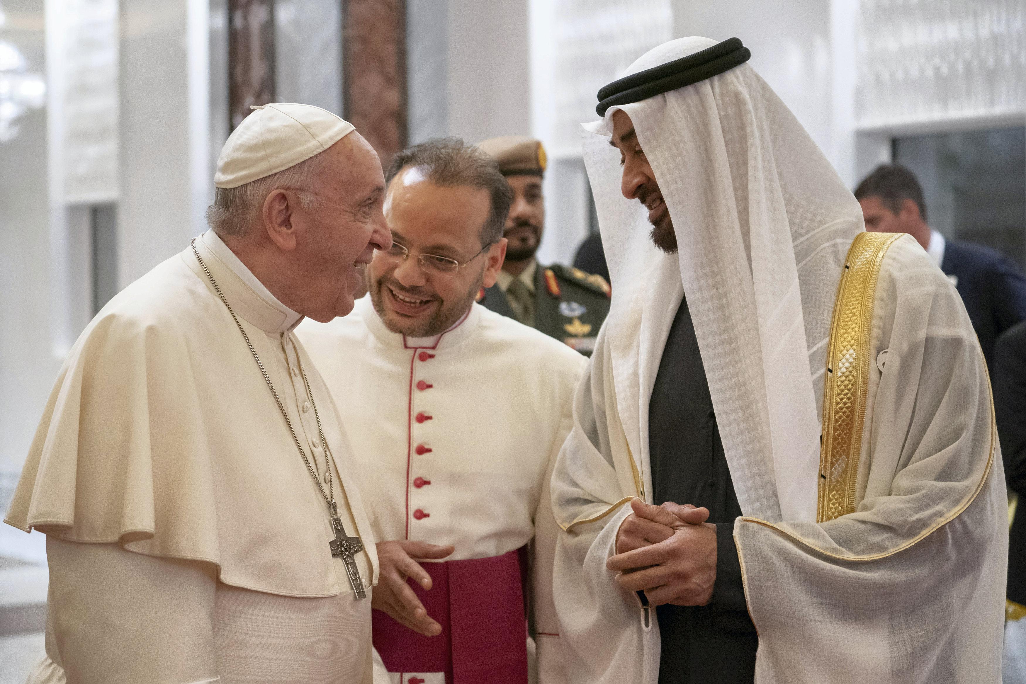 الشيخ محمد بن زايد يستقبلان بابا الفاتيكان فى الإمارات