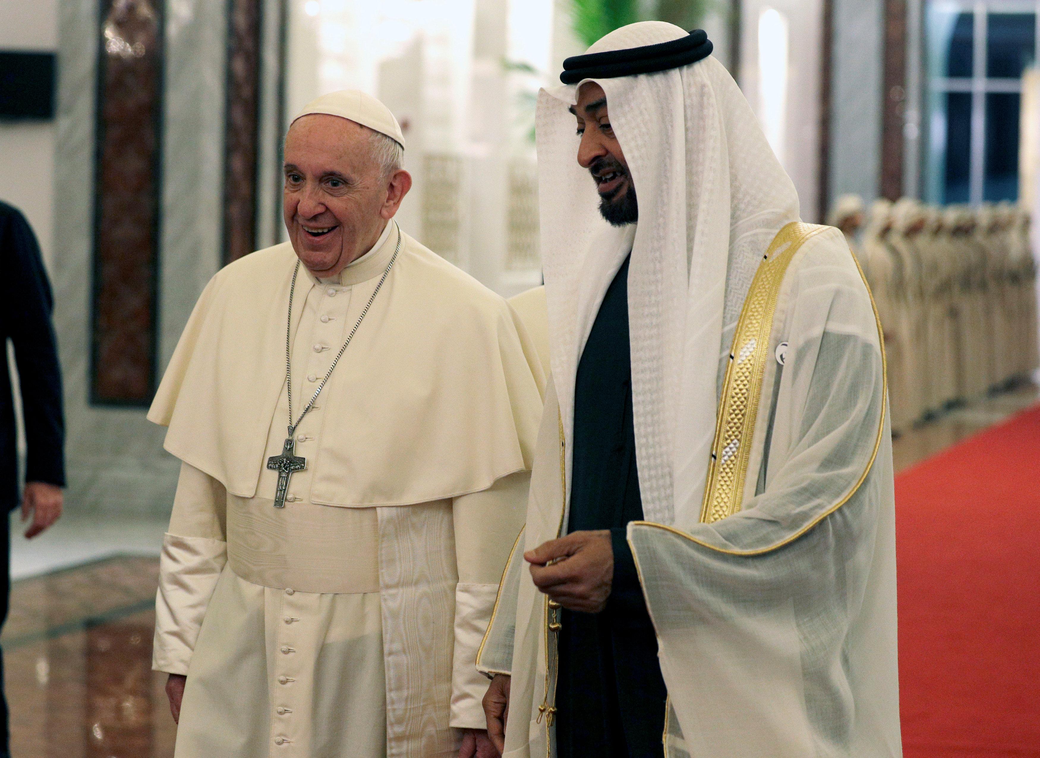 الشيخ محمد بن زايد يرحب بالبابا فرانسيس