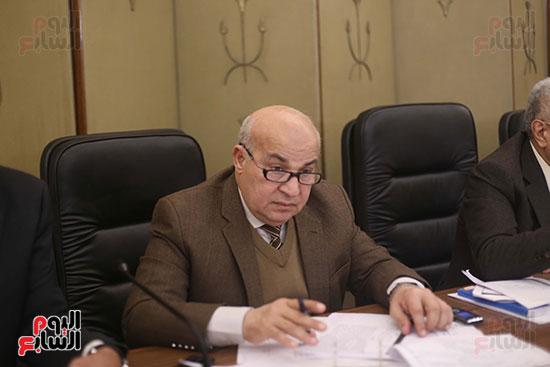 اللجنة  التشريعية والدستورية  (6)