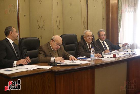 اللجنة  التشريعية والدستورية  (2)