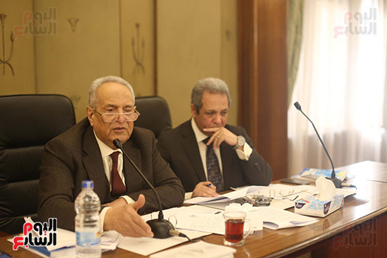 اللجنة  التشريعية والدستورية  (5)