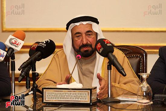الشيخ سلطان القاسمى خلال زيارته لجامعة القاهرة (20)