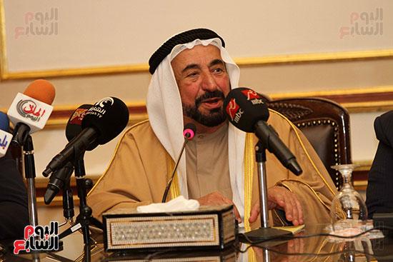 الشيخ سلطان القاسمى خلال زيارته لجامعة القاهرة (21)