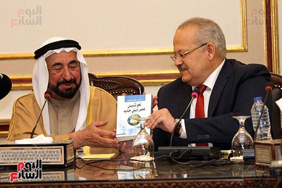 الشيخ سلطان القاسمى خلال زيارته لجامعة القاهرة (28)