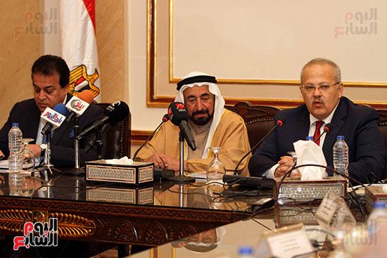 الشيخ سلطان القاسمى خلال زيارته لجامعة القاهرة (16)