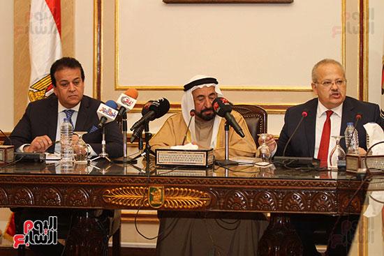 الشيخ سلطان القاسمى خلال زيارته لجامعة القاهرة (17)