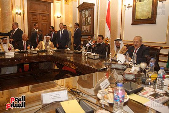 الشيخ سلطان القاسمى خلال زيارته لجامعة القاهرة (9)