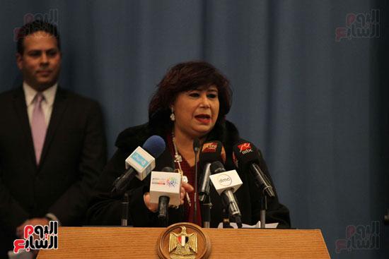 وزيرة الثقافة تكرم عددا من الشخصيات (3)