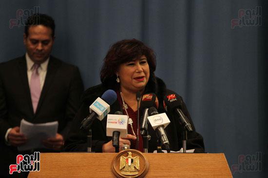 وزيرة الثقافة تكرم عددا من الشخصيات (4)