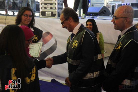 تكرم الشباب المتطوعين فى ختام اليوبيل الذهبى لمعرض الكتاب  (3)