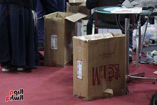 الناشرون يستعدون لمغادرة معرض القاهرة  (8)