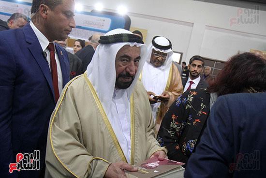 الشيخ سلطان القاسمى فى معرض الكتاب (46)
