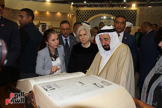 الشيخ سلطان القاسمى فى معرض الكتاب (13)