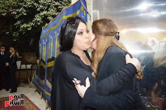 عزاء والدة الفنانة نهال عنبر (75)