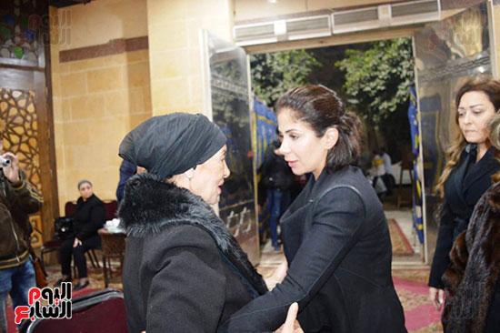 عزاء والدة الفنانة نهال عنبر (62)