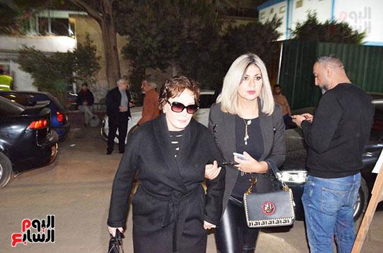 عزاء والدة الفنانة نهال عنبر (48)