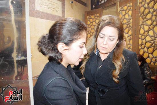عزاء والدة الفنانة نهال عنبر (65)