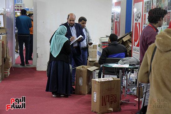 الناشرون يستعدون لمغادرة معرض القاهرة  (9)