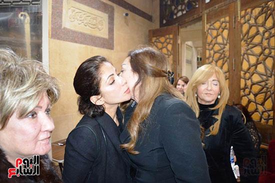 عزاء والدة الفنانة نهال عنبر (66)