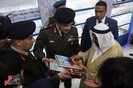 الشيخ سلطان القاسمى فى معرض الكتاب (34)