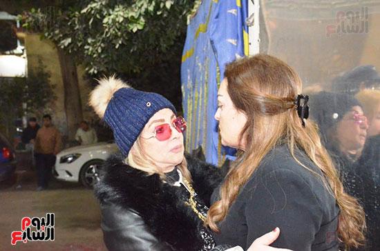 عزاء والدة الفنانة نهال عنبر (43)