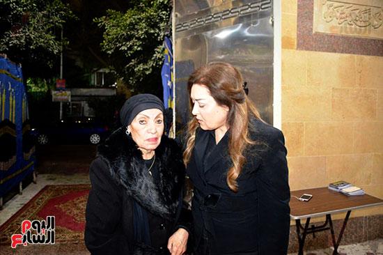 عزاء والدة الفنانة نهال عنبر (58)