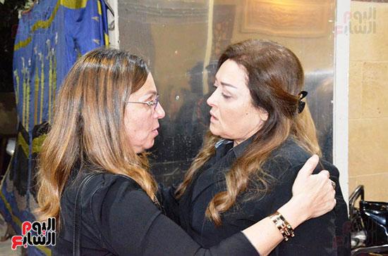 عزاء والدة الفنانة نهال عنبر (31)