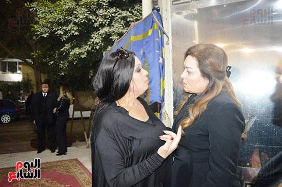 عزاء والدة الفنانة نهال عنبر (76)