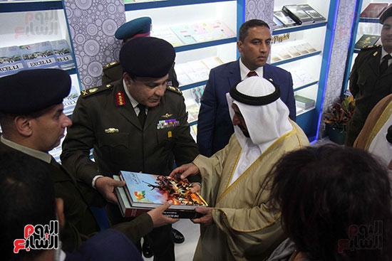 الشيخ سلطان القاسمى فى معرض الكتاب (35)