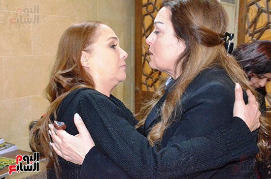 عزاء والدة الفنانة نهال عنبر (53)