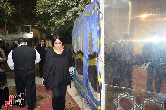عزاء والدة الفنانة نهال عنبر (77)