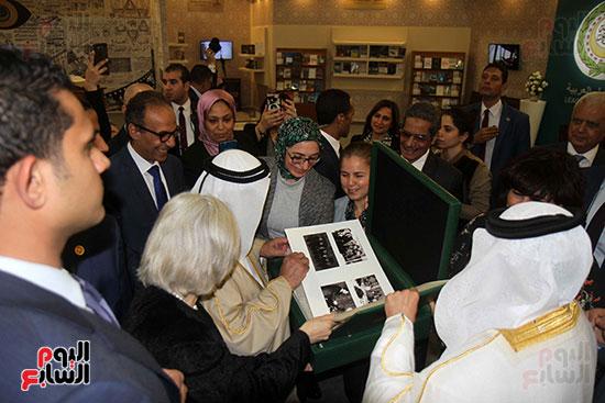 الشيخ سلطان القاسمى فى معرض الكتاب (12)