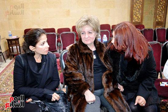 عزاء والدة الفنانة نهال عنبر (60)