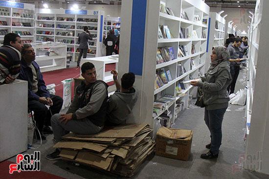 الناشرون يستعدون لمغادرة معرض القاهرة  (11)
