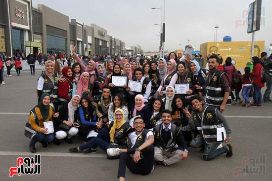 تكرم الشباب المتطوعين فى ختام اليوبيل الذهبى لمعرض الكتاب  (15)