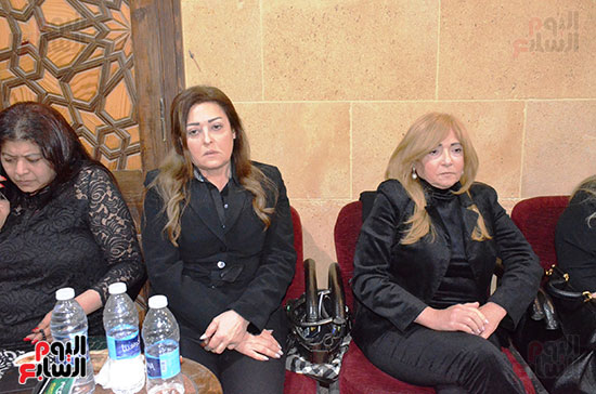 عزاء والدة الفنانة نهال عنبر (1)