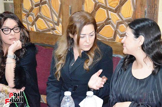 عزاء والدة الفنانة نهال عنبر (35)