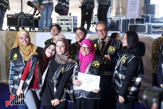 تكرم الشباب المتطوعين فى ختام اليوبيل الذهبى لمعرض الكتاب  (5)