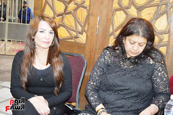 عزاء والدة الفنانة نهال عنبر (61)