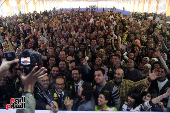 تكرم الشباب المتطوعين فى ختام اليوبيل الذهبى لمعرض الكتاب  (7)