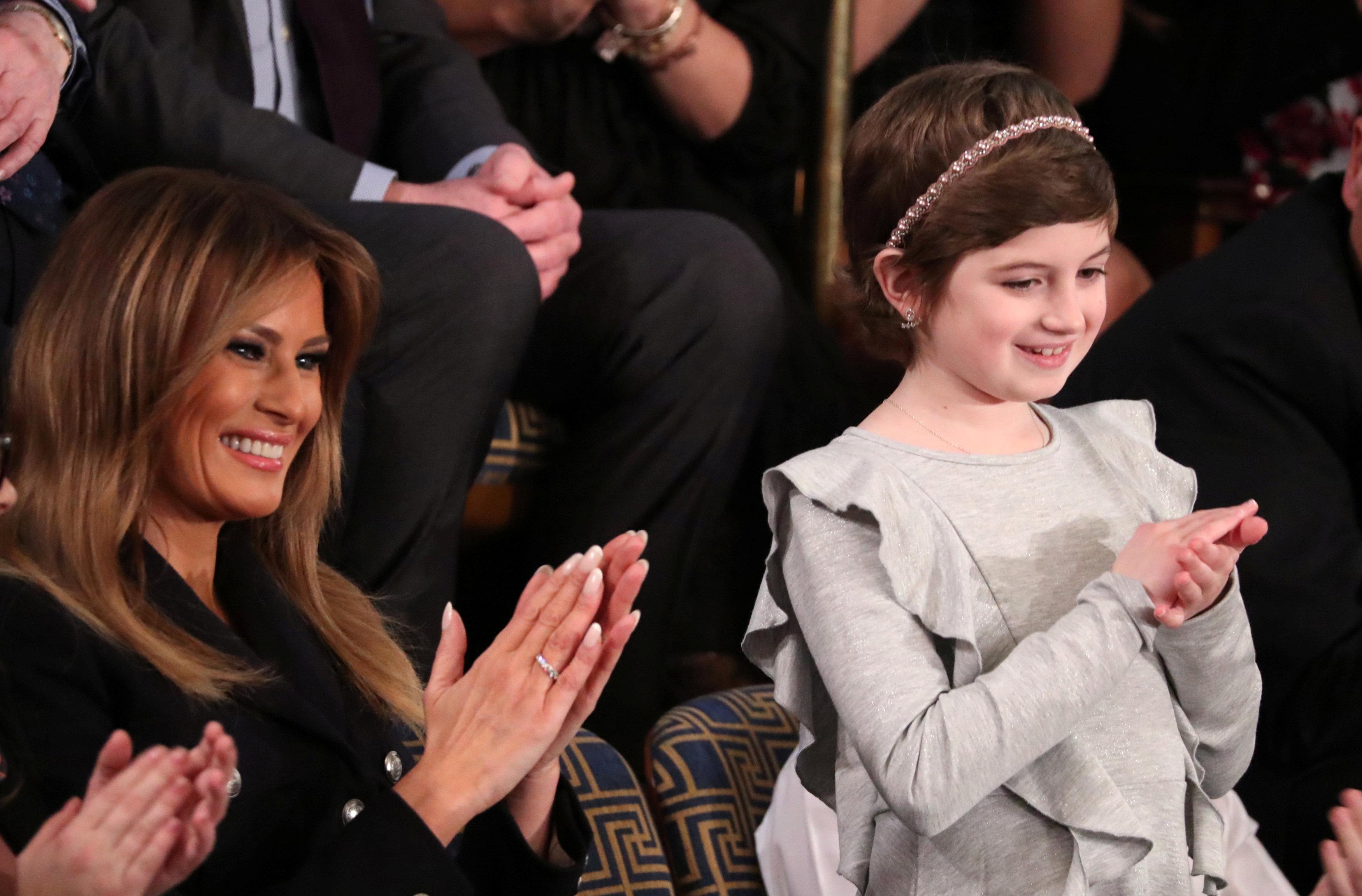 ميلانيا ترامب تصفق لزوجها