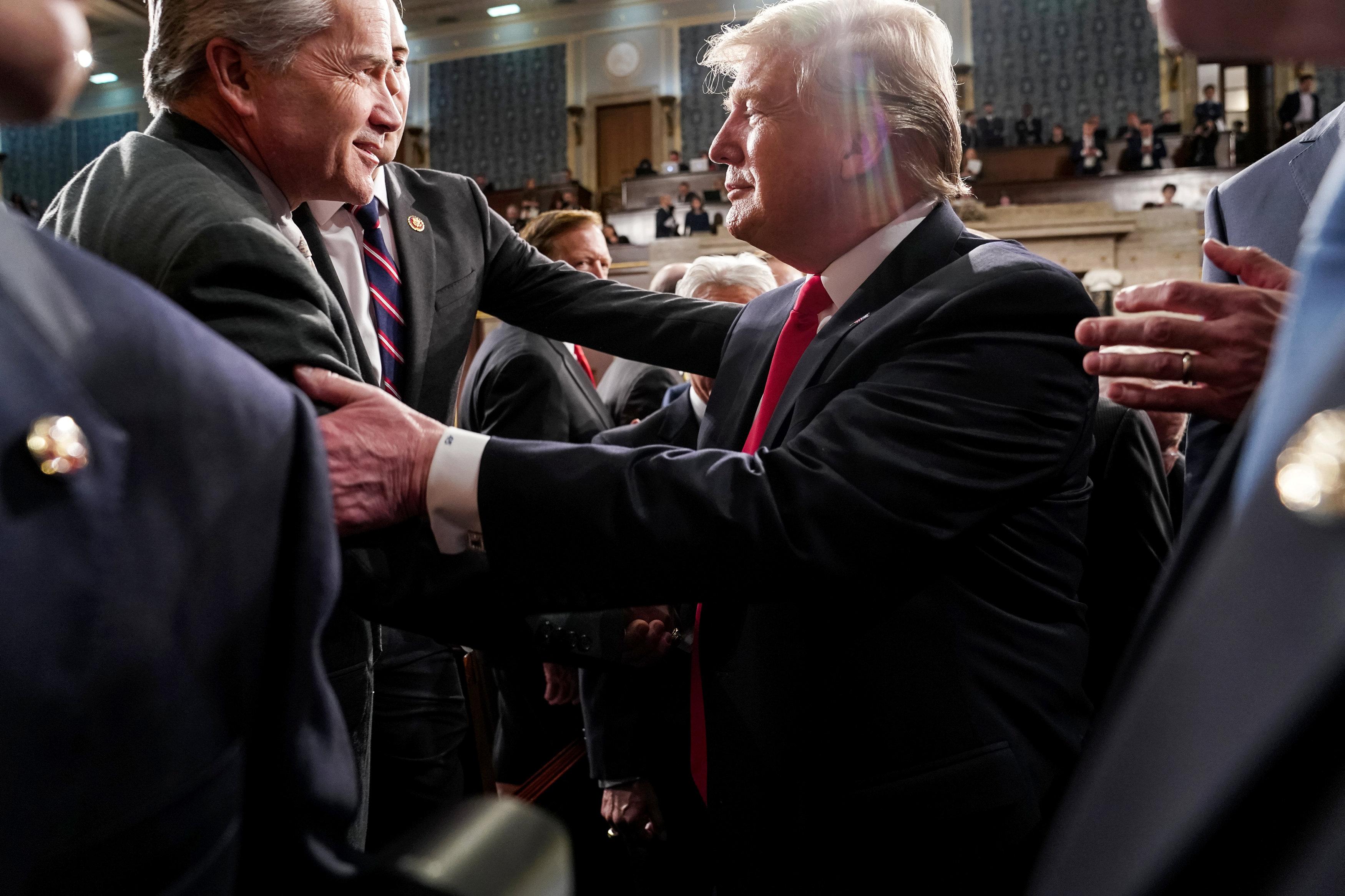 مصافحات بين الرئيس وأعضاء الكونجرس
