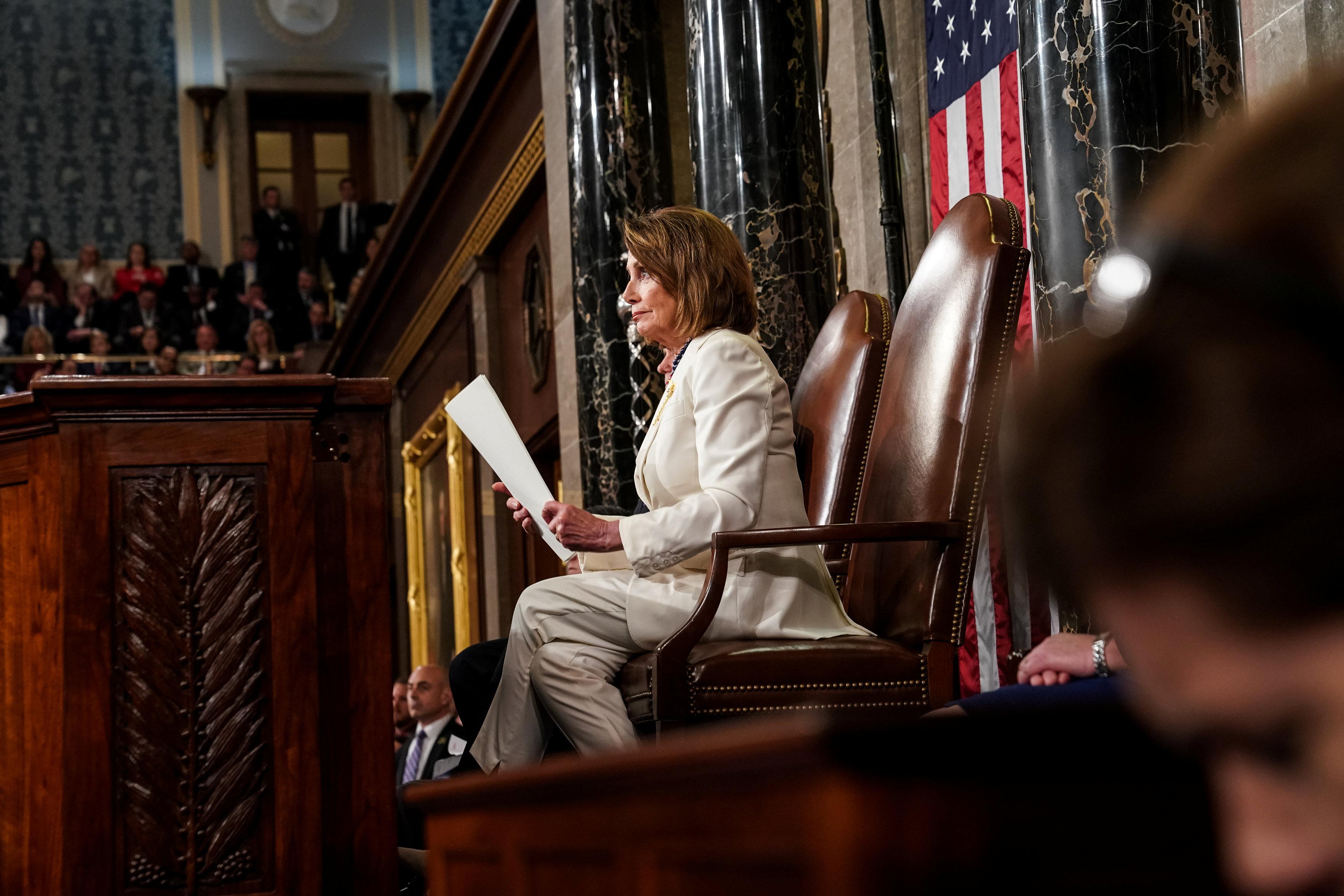 رئيسة مجلس النواب نانسى بيلوسى أثناء خطاب ترامب