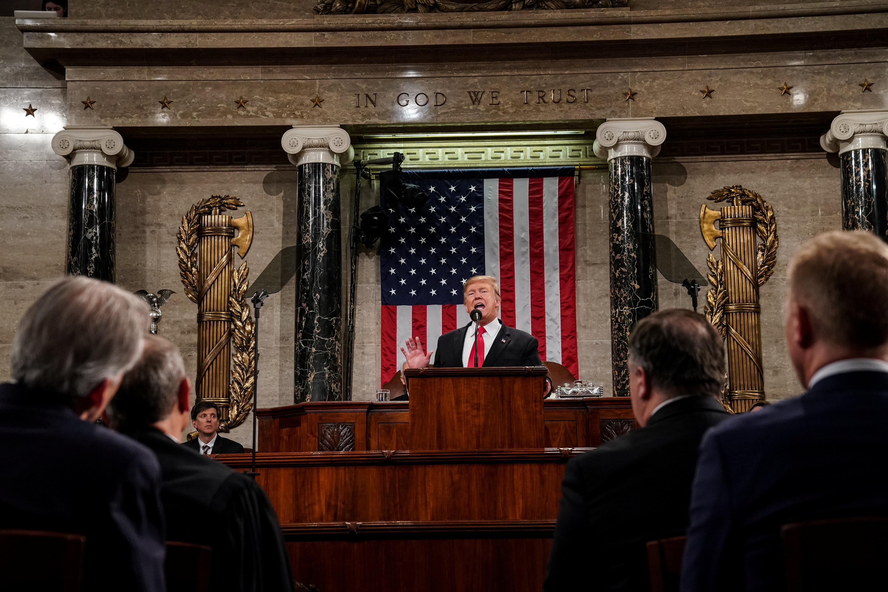 الرئيس الأمريكى يلقى خطابه أمام الكونجرس