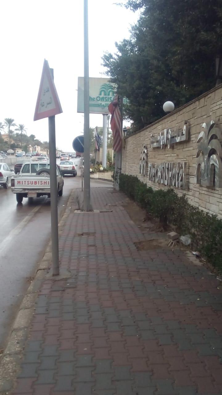 مياه الجيزه تدفع بسيارات شفط لسحب مياه الامطار من الشوارع  (4)